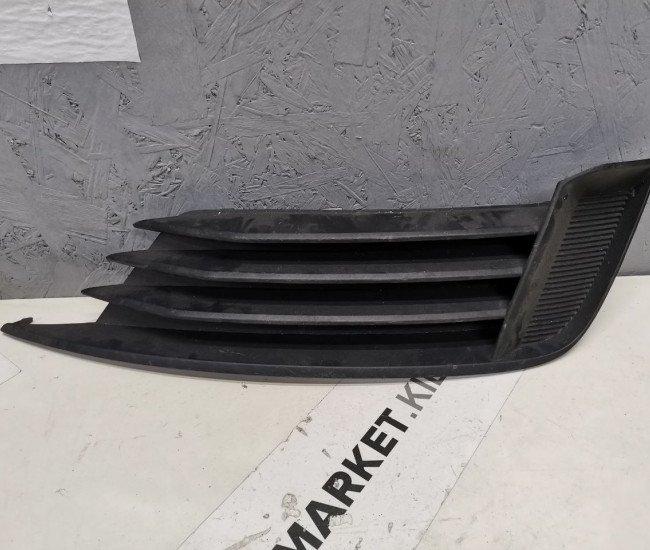 Решетка переднего бампера правая Audi A3 mk3 8V5807682